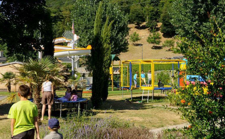 Spielplatz Trampolin