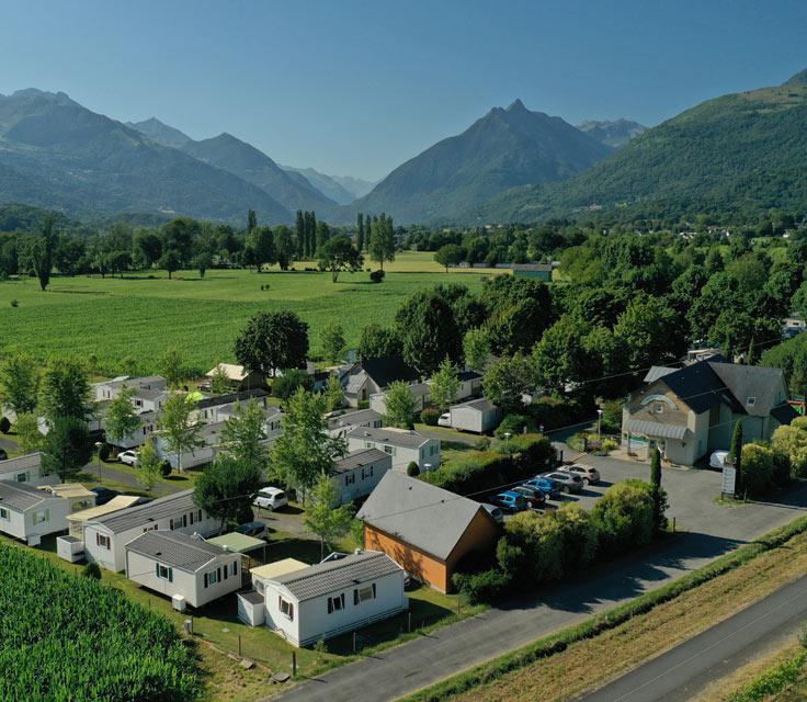 Piscine avec toboggan - Camping la Bergerie Argelès Gazost Hautes Pyrénées